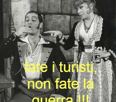 FATE I TURISTI,  NON LA GUERRA