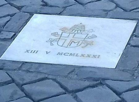Curiosità , il punto esatto dove Giovanni Paolo II fu ferito durante un attentato in Piazza San Pietro